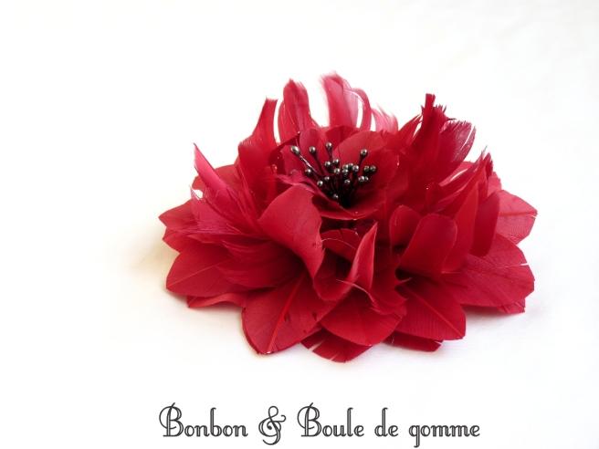 "Barrette ""fleur en plume"" rouge"